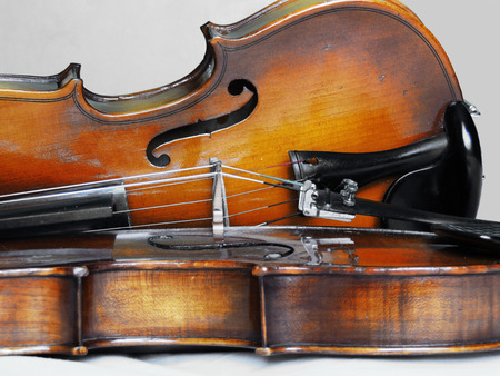 Violin, classical orchestral musical instrument Imagens - 95922299