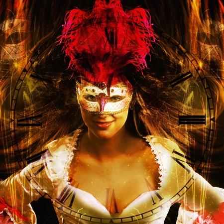 shining through: nuovo fondo di Capodanno in stile fantasy con la donna mascherata veneziana e l'orologio splende attraverso Archivio Fotografico