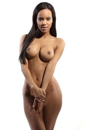 naakt: zeer sexy volledig naakt donkere vrouw op witte achtergrond
