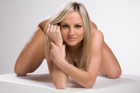 desnudo de mujer: una mujer desnuda muy sexy y hermosa