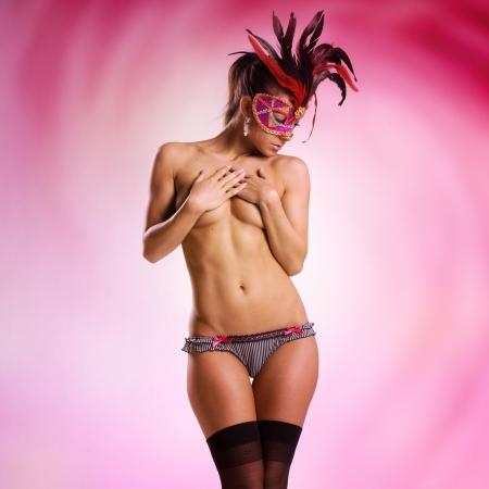 femme nue: belle femme nue ou nu avec masque v�nitien