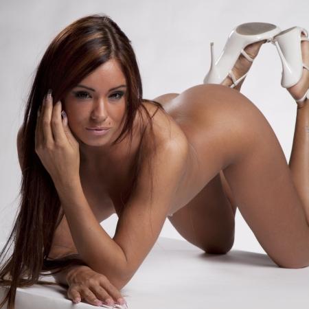 fille nue sexy: très belle femme aux cheveux châtains et au corps superbe