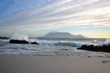 Blick auf den Tafelberg mit Wave-breaking