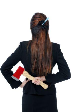 feindschaft: Gesch�ftsfrau holding eine Axt hinter Ihrem R�cken, isolated on White.