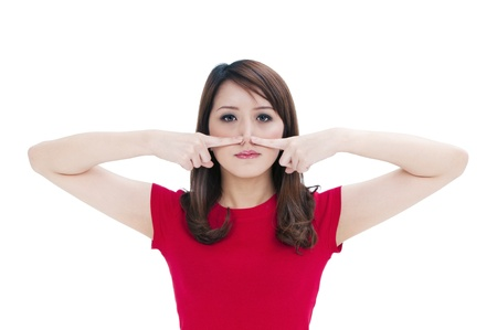 nasen: Portr�t von eine attraktive junge Frau dr�cken gegen die Nase mit den Fingern, isolated on white Background. Lizenzfreie Bilder