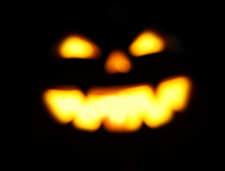 defocused and blurred Halloween jack o lantern background glowing in the evening Imagens