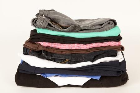 revoltijo: La ropa vieja de la tienda de caridad o un mercadillo Foto de archivo