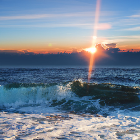 breaking waves: Beautiful sunrise background. Seaview with breaking waves pink clouds