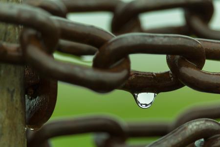 la union hace la fuerza: cadena oxidada Foto de archivo