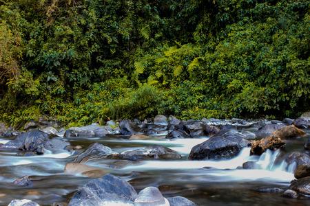 exposicion: río exposición a largo