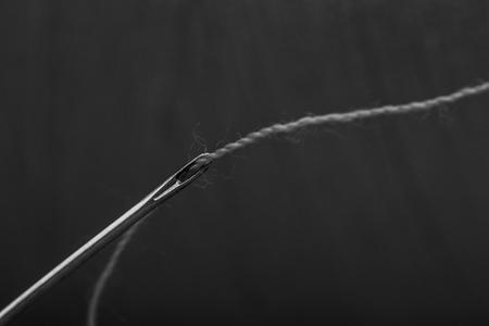 thread threaded on needle Stockfoto