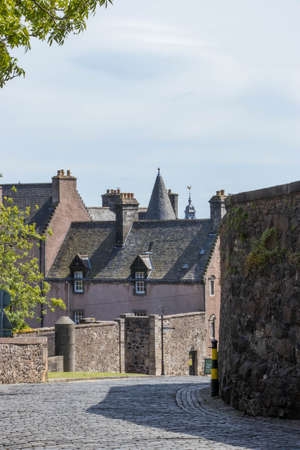 stone streets and walls in an old scottish town Standard-Bild