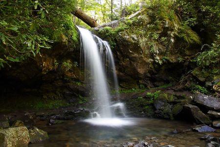 Gruta de las cataratas en el Parque Nacional Great Smokey Mountains