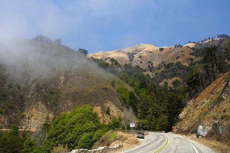カリフォルニア州の山腹に沿ってパシフィック コースト ハイウェイ風 写真素材