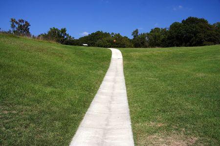 Pavimentada ruta de senderismo a trav�s de Ocmulgee N.m., Macon, Georgia