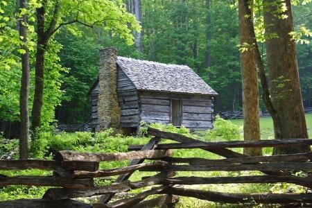 cabina: Temprano en la ma�ana en lugar de balas de Jim, Parque Nacional Great Smokey Foto de archivo