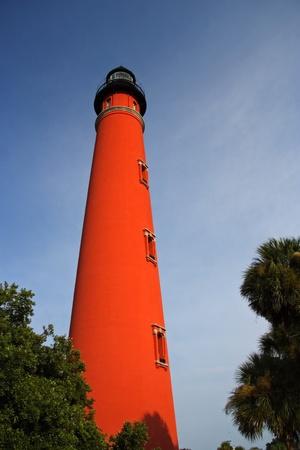 Ponce Inlet Faro cerca de New Smyrna Beach, Florida