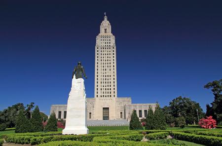 루이지애나 주 의사당 건물 및 배 턴 루지 도시에서 휴이 롱 기념관