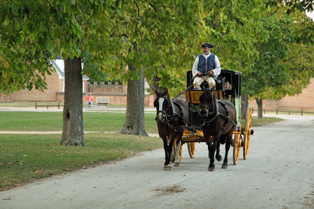 The horse and carriage was a primary method of transportation used by the Virginia colonists October 6, 2017 in Williamsburg, VA 新聞圖片
