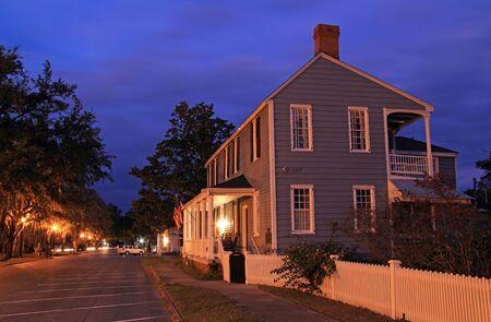 Das historische Clark Home ist berühmt dafür, nach seinem berüchtigten Duell mit Alexander Hamilton als vorübergehendes Versteck von Aaron Burr zu dienen