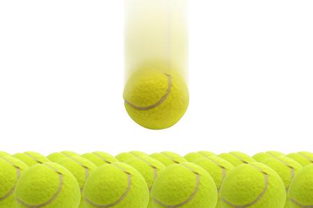 Gele tennisbal vallen op groene tennisbal Stockfoto