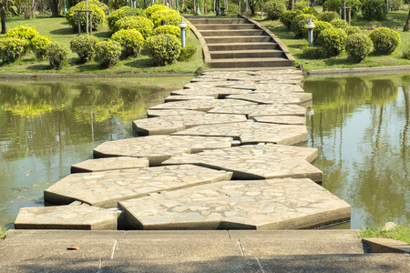 public park: Puente de piedra en el parque p�blico. Foto de archivo