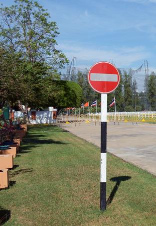 no pass: Ninguna señal de entrada. No pase por la señal de tráfico.