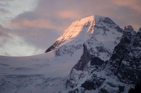 january sunrise: Salida del sol sobre la Tschingelhorn en el Oberland Bern�s, Suiza. Foto tomada el 10 de enero 2007