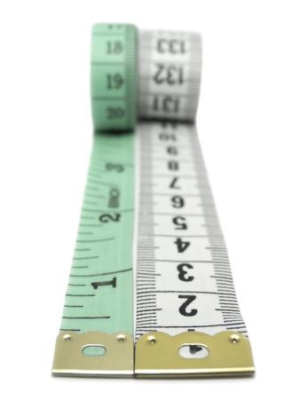 tailor measure: Close-up di due nastri misurare isolata on white