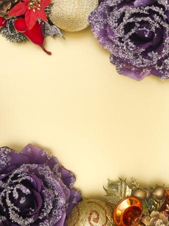marcos decorados: Decoraci�n de Navidad frontera sobre fondo amarillo Foto de archivo