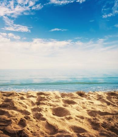 footprints sand: Beach background with sand, ocean and sky