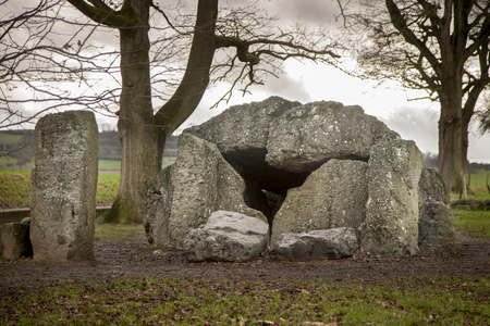 Dolmen et menhir à Wéris en Belgique Banque d'images - 92732245