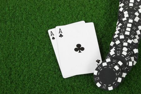 Black poker chips an two aces