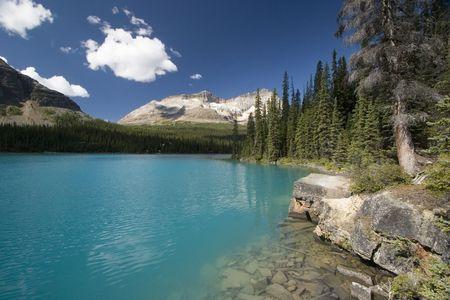 Clouds reflecting in a mountain lake Standard-Bild