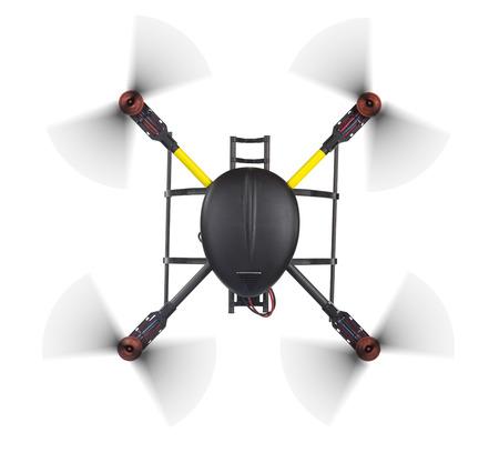 Top Blick auf eine fliegende Drohne mit Spinn Propeller ohne Kamera Schuss von oben auf weiß mit Clipping-Pfad