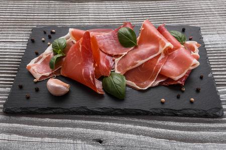 Italienischer Schinken-Crudo oder spanischer Jamon.