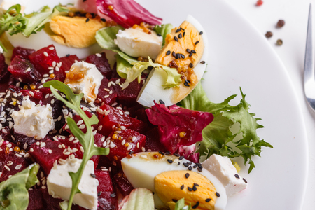 Fresh mixed salad in a bowl on a white background. Standard-Bild - 124194118