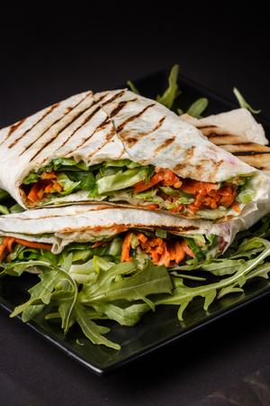 Vegetarian pita with arugula and carrots. Standard-Bild - 124194131