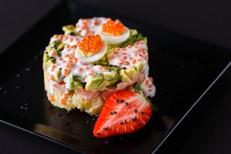 Round salad made of red fish potato and avocado. Standard-Bild - 124900779