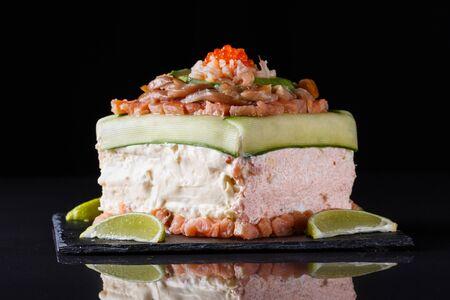 Piece of traditional savory swedish sandwich cake Smorgastorta with a caviar, mayonnaise, cucumber, square format Standard-Bild - 124900781