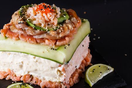 Piece of traditional savory swedish sandwich cake Smorgastorta with a caviar, mayonnaise, cucumber, square format Standard-Bild - 124900977