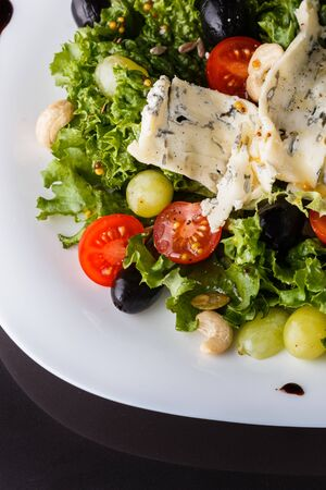Salad provence. Mix lettuce tomato grape olive and blue cheese. Stok Fotoğraf