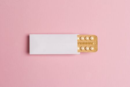 Female oral contraceptive pills blister on pink background. Women contraceptive hormonal birth control pills. Planning pregnancy concept. Copy space, flat lay. Stok Fotoğraf - 130579815