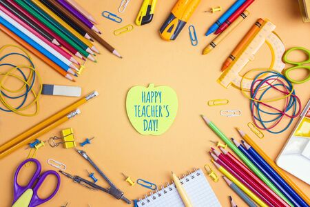 Teacher's day concept with apple note and school supplies on yellow background. Card, invitation or greeting template. Banque d'images