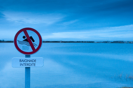 Prohibitory sign : swimming forbidden above a lake
