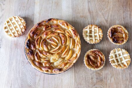 Homemade apple pies on a wooden table in a kitchen 版權商用圖片