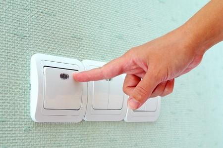 hands off: Apagar o encender el interruptor de la luz-montado en la pared