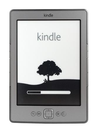 Taganrog, Rusland - 5 november 2011: Nieuwe nieuwste generatie Kindle e-book reader van Amazon.com Inc Redactioneel