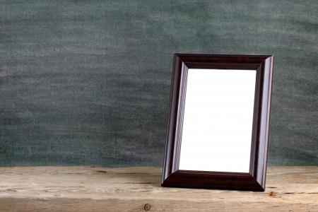 Old photo frame sul tavolo in legno Archivio Fotografico - 18001365
