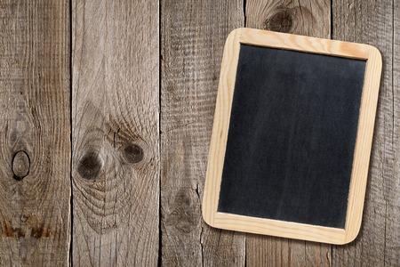 lavagna: Piccola lavagna su sfondo di legno